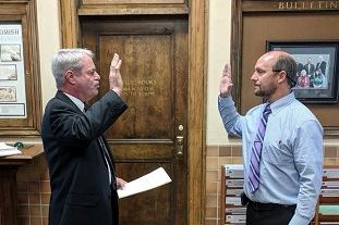 City attorney gives oath of office to Mayor Kartak